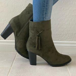 NIB Military Green Tassel Thick Heel Ankle Boots